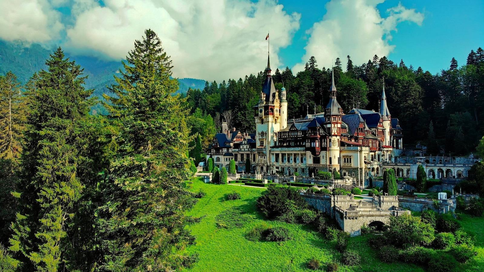 10 inovații uimitoare ale Castelului Peleș